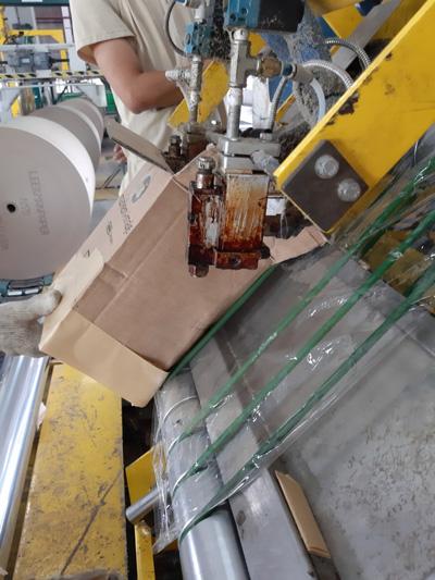 Béc phun keo sẽ bị tắt nghẽn nếu như dùng keo Hotmelt chịu nhiệt kém gây biến tính.