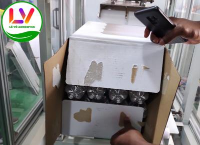 Thùng carton khi đóng gói nước suối chịu lực nặng.