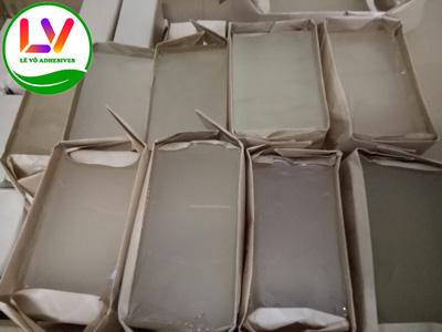 Các dòng keo hotmelt psa của LÊ VÕ đều được gói bằng giấy nâu hoặc giấy trắng chống thấm.