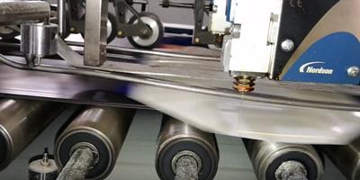Dán mép túi giấy bằng máy dán túi giấy tự động